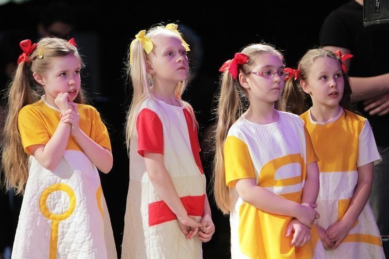 Klaipėdoje vaikai pavasarį pasitiko dainuodami