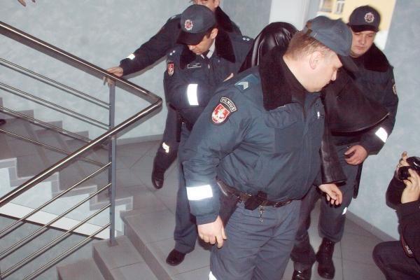 Teismas leido 3 mėnesiams suimti išžaginimu įtariamus GMPS darbuotojus (papildyta)