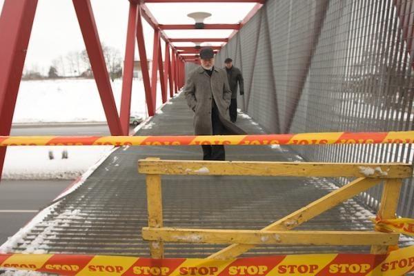 Vilniuje nuo tilto nukritusios grotelės prispaudė vyrą