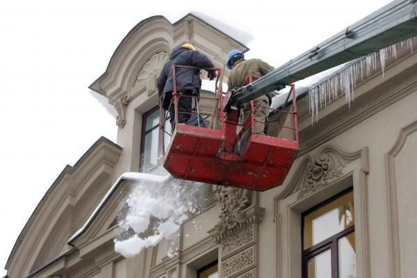 Vilniaus stogai vaduojami nuo varveklių