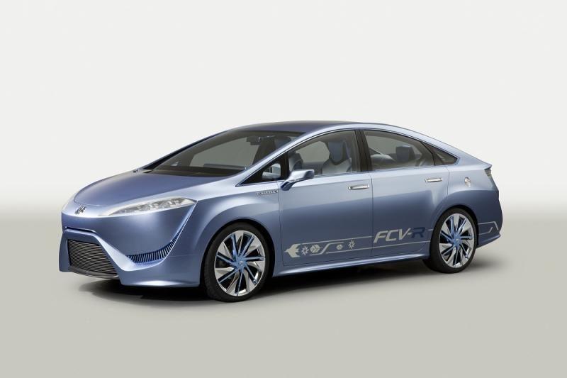 """""""Toyota"""" pristatys pirmuosius visiškai hibridinius automobilius"""