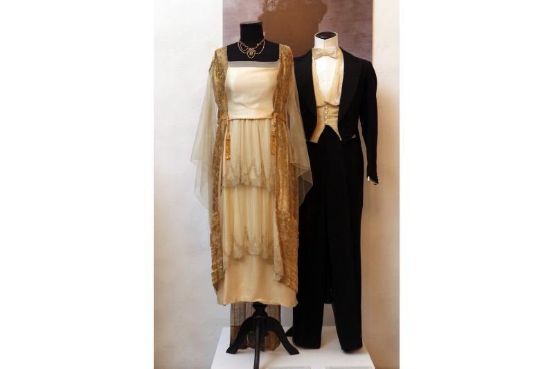 Mados gurmanams – istorinių suknelių paroda