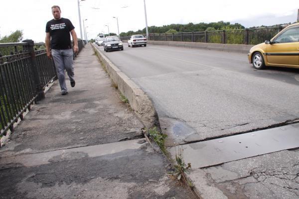 Panemunės tiltas griūva pats, irti jam padeda ir vairuotojai (papildyta)