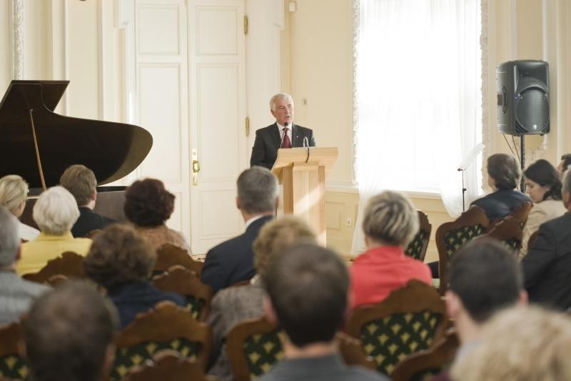 Istorinis įvykis: VDU atidarė atstovybę Vašingtone