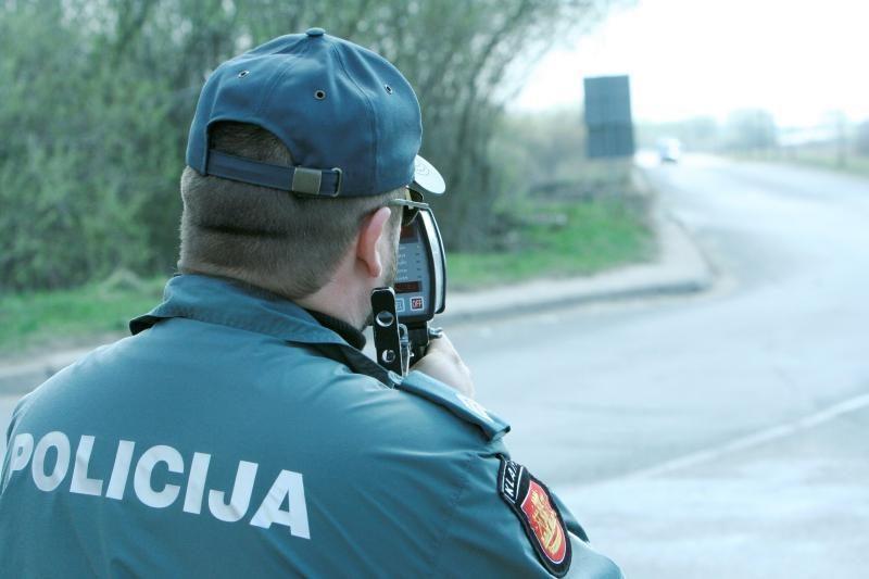 Kauno rajone motociklininkas skriejo 200 kilometrų per valandą greičiu