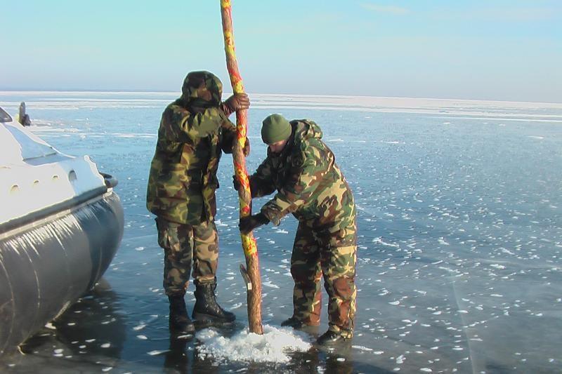 Ant Kuršių marių ledo nužymėta sienos apsaugos zona