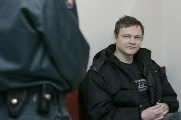 Pedofilija įtariamas buvęs karininkas lieka suimtas iki spalio vidurio