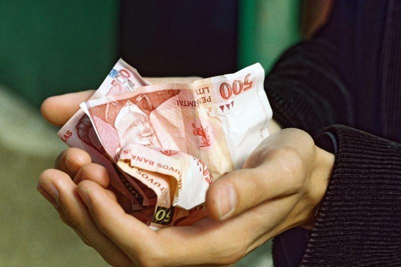 Nuteista buvusi antstolė iš valstybės reikalauja 1 mln. litų