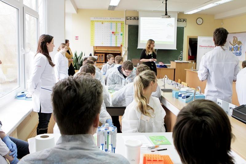 Klaipėdos gimnazistai trumpam tapo mokslininkais