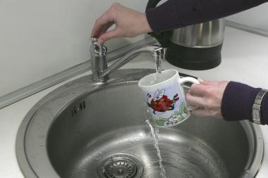 Klausimas specialistui: kodėl iš čiaupo bėga vėsus vanduo?