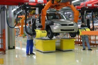 """""""AutoVaz"""" gamins """"Nissan"""" ir """"Renault"""""""