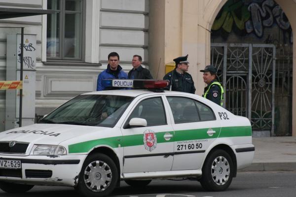 Grasinta susprogdinti teismus Vilniuje ir Šiauliuose