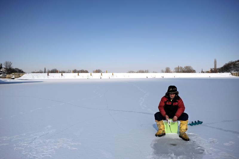 Ant Kuršių marių ledo pasiklydę asmenys krantą pasiekė paryčiais