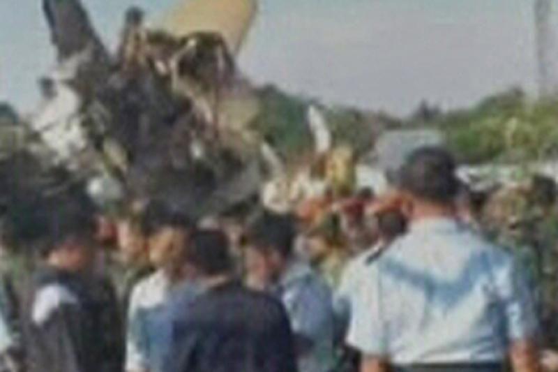 Lėktuvo katastrofos Indonezijoje aukų skaičius padidėjo iki 11