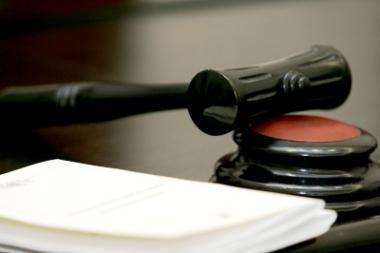 Genocido byloje įtariamajam prašoma skirti priverstinį gydymą