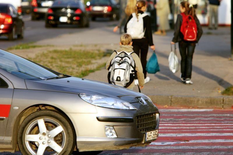 Panevėžyje pėsčiųjų perėjoje automobilis partrenkė mažametę