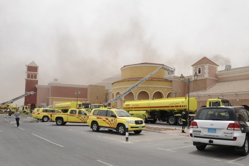 Katare per gaisrą prekybos centre žuvo 19 žmonių, tarp jų – trynukai