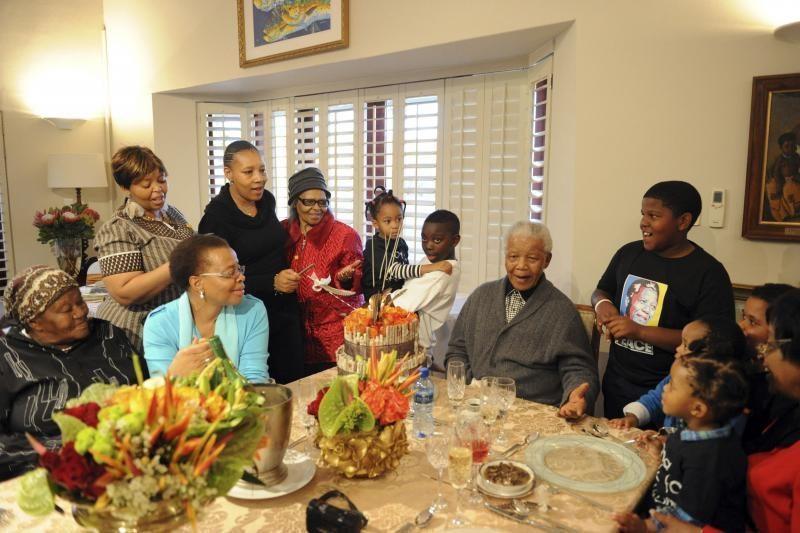 N. Mandela ligoninėje  guli jau    mėnesį