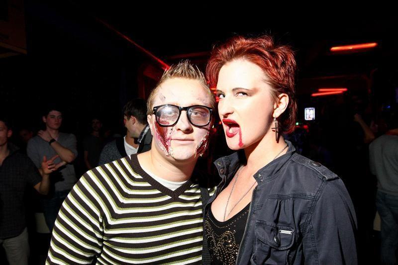 Helovino naktį Kaune vampyrai šokdino raganas
