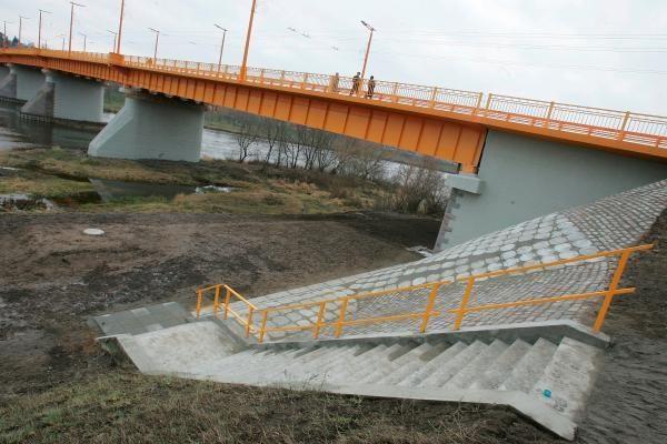 Atidarytas suremontuotas tiltas