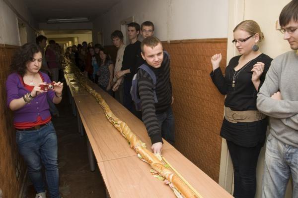 Studentai sutepė beveik 35 metrų sumuštinį