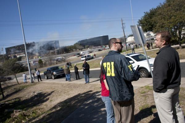 JAV pilotas lėktuvu rėžėsi į mokesčių agentūros pastatą Teksase