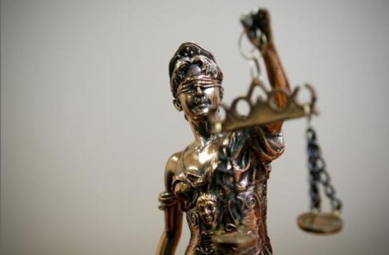 Teisme - eksprokuroro A.Laurikėno byla