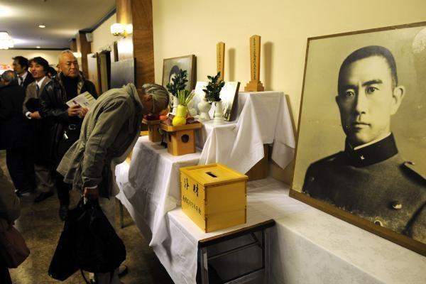Rašytojo Y.Mishimos gerbėjai paminėjo jo savižudybės 40 metų sukaktį