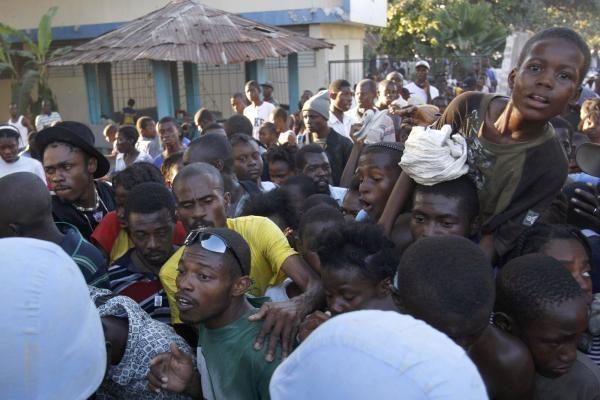 Haityje iš po griuvėsių ištraukta daugiau nei 90 gyvų žmonių