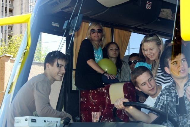 Į 54 vietų autobusą tilpo 161 studentas
