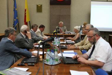Klaipėdos politikai trečdaliu susimažino išmokas