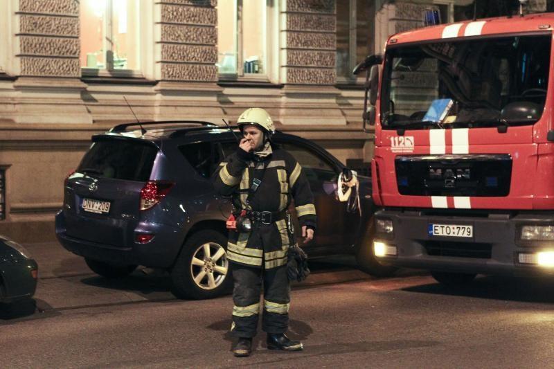 Sostinės centre - trys ugniagesių automobiliai dėl pridegusio maisto