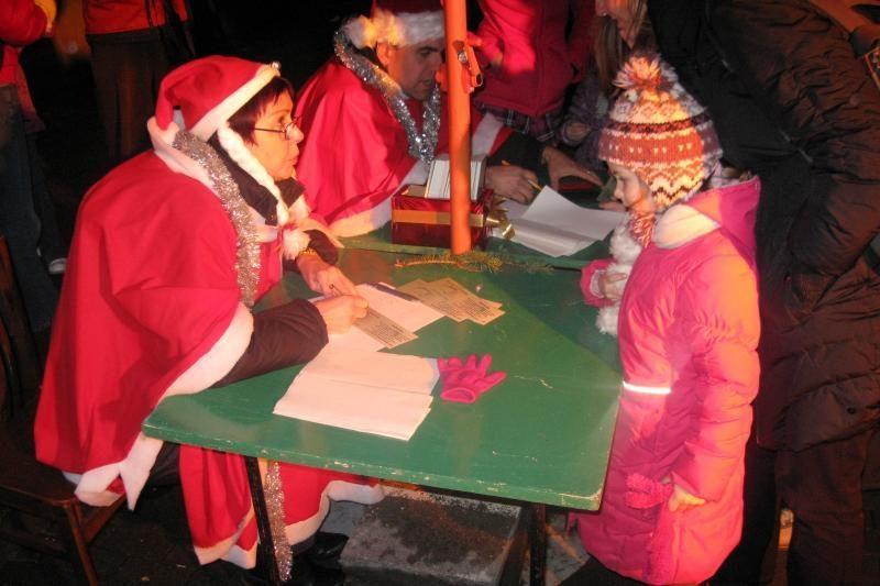 Vilniečiai linksmai atsisveikino su Kalėdų eglutėmis