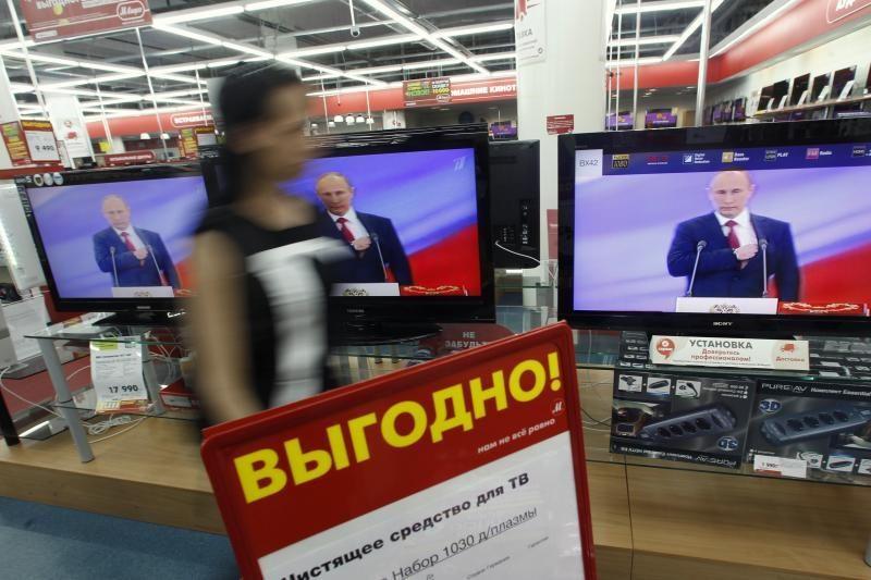 """V.Putinui perduota ir """"branduolinio mygtuko"""" kontrolė"""
