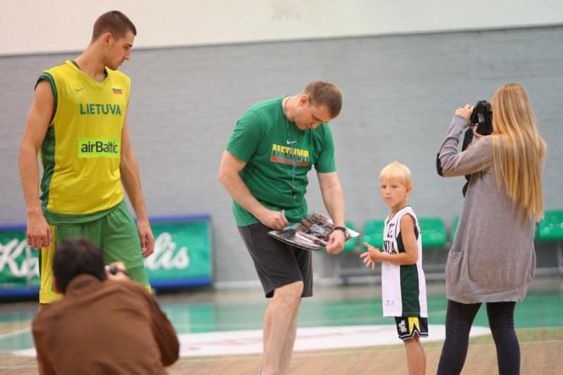 Lietuvos rinktinė treniravosi be K.Lavrinovičiaus