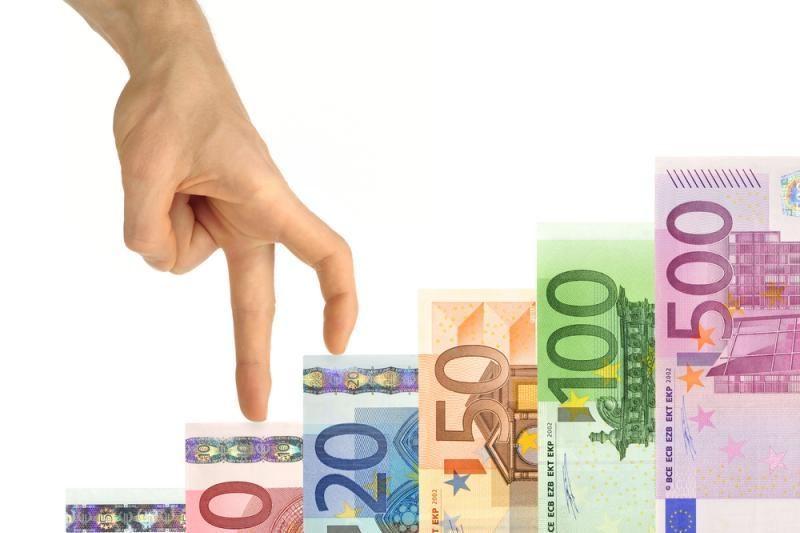 """Agentūra """"Fitch"""" pablogino penkių euro zonos šalių kredito reitingus"""