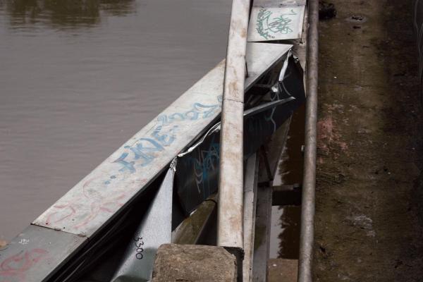Sostinėje ant tilto nuo elektros išlydžio smarkiai apdegė paauglys