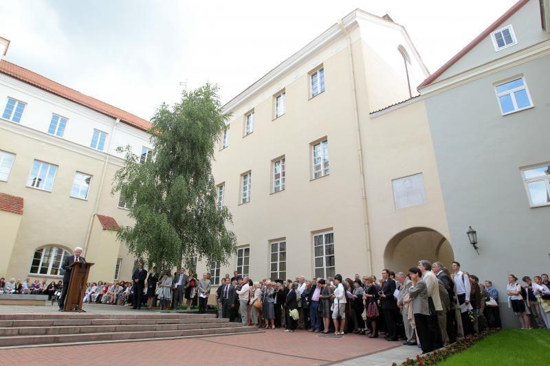 Seimas patvirtino šešių universitetų statutus