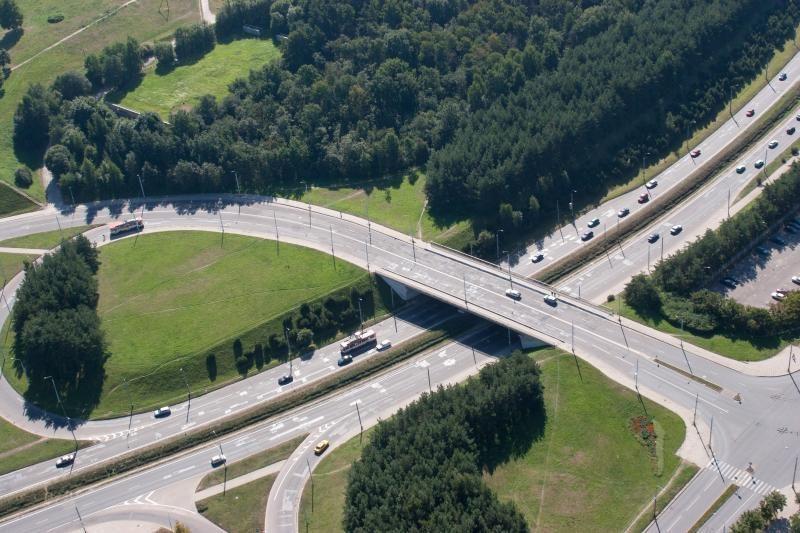 Vilniuje mergina ketino nušokti nuo viaduko