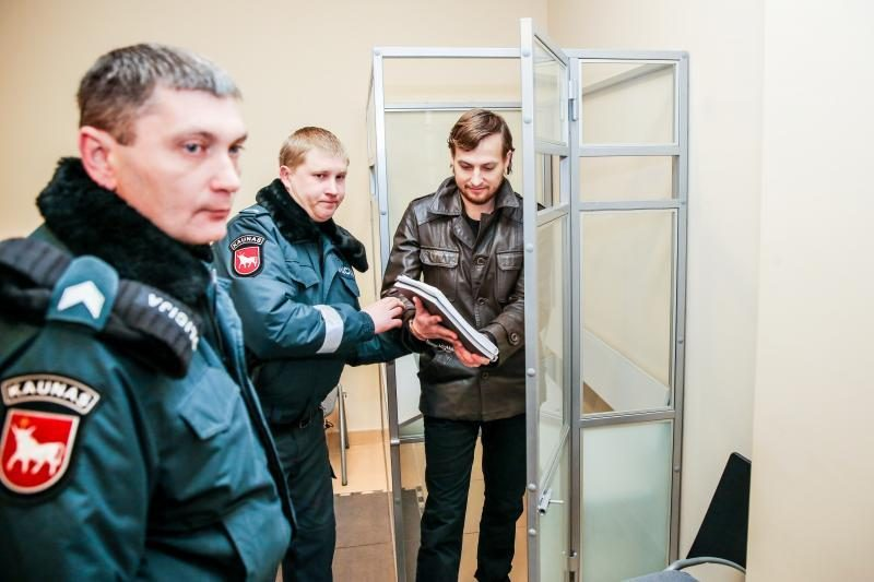 Dainininko T.Lukoševičiaus motina teisme gėdijo nukentėjusius žmones