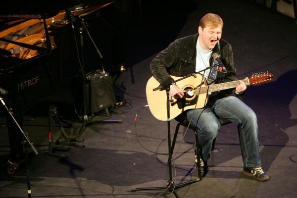 V.Kernagio vardo gitara teko A.Kulikauskui