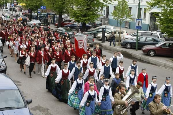 Klaipėdos abiturientams nuskambėjo paskutinis skambutis