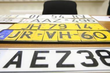Ant vilkiko puspriekabės – kitos mašinos numeris