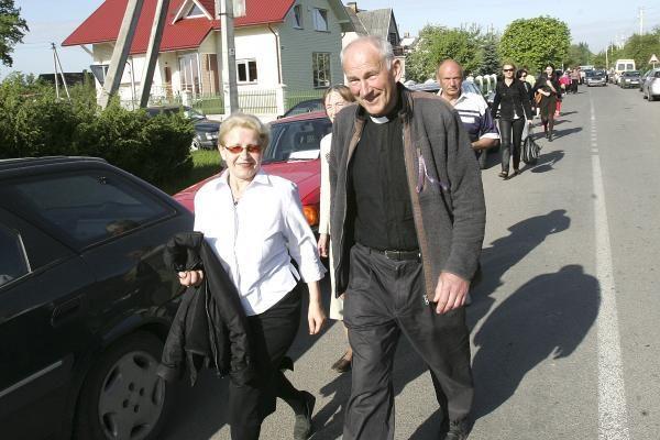 Teismas liepė skubiai paimti D.Kedžio dukrą iš senelių namų