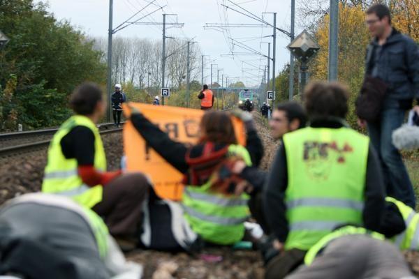 Prancūzijoje ekologai sustabdė traukinį su 123 tonomis branduolinių atliekų