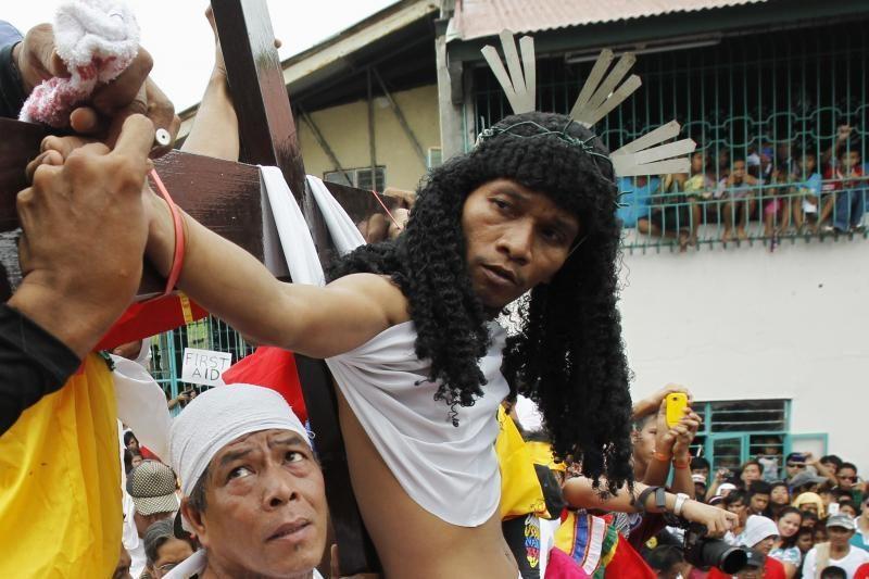 Filipinuose Didysis penktadienis minimas kruvinomis ceremonijomis