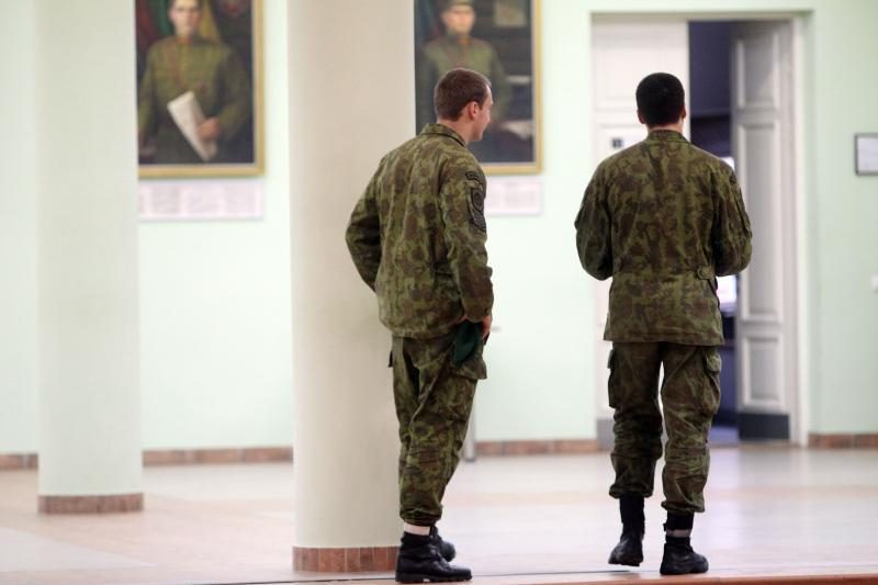 Bedarbiai renkasi profesionalaus kario kelią