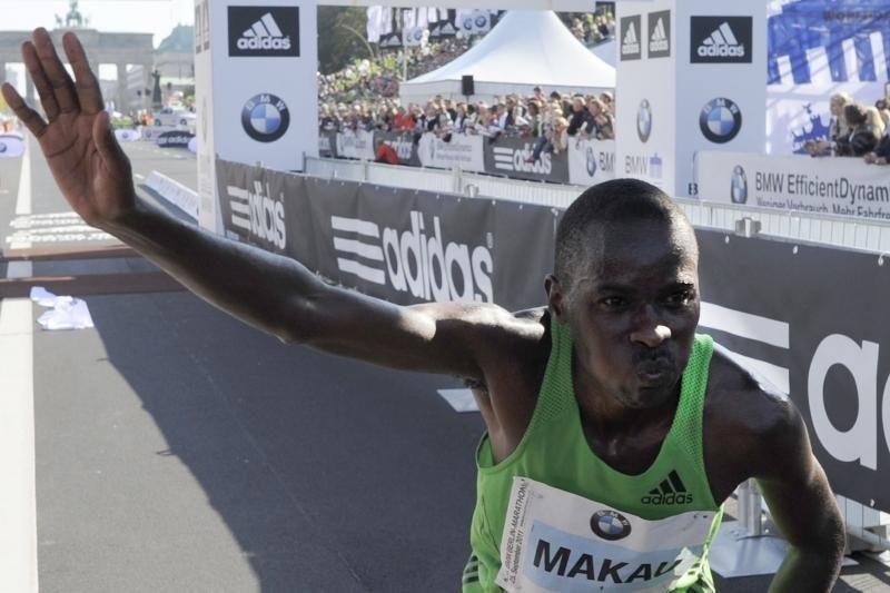Kenijos bėgikas pagerino pasaulio maratono bėgimo rekordą