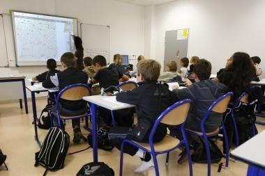 Prancūzija moksleivius skatins pinigais