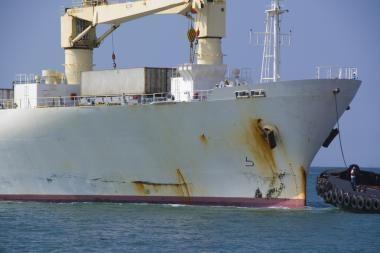 Dvokiantis laivas niekur negali prisišvartuoti